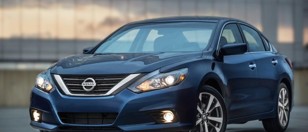 2016 Nissan Altima borrows Maxima style, adds SR sport trim