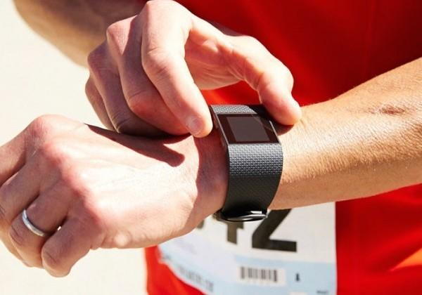 Fitbit Surge update doubles battery life, adds running alerts