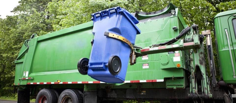 Volvo garbage truck concept has a robot do all the lifting
