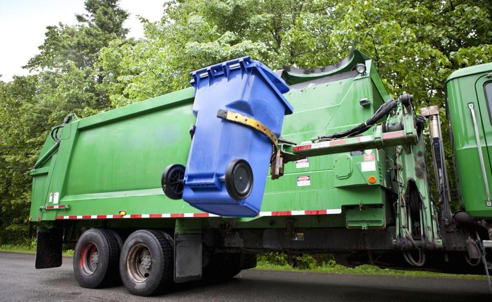 Volvo garbage truck concept has a robot do all the lifting - SlashGear