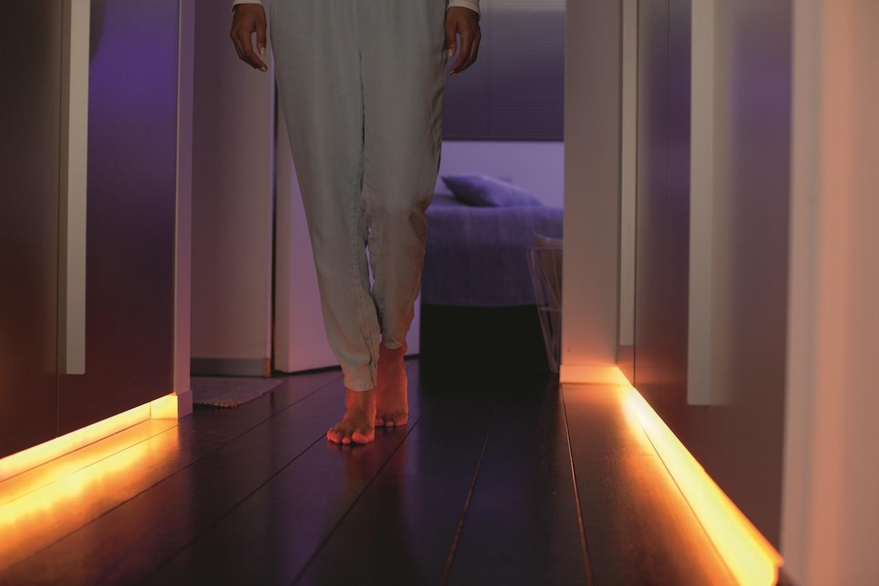 Hue Lightstrip Plus_hallway 1
