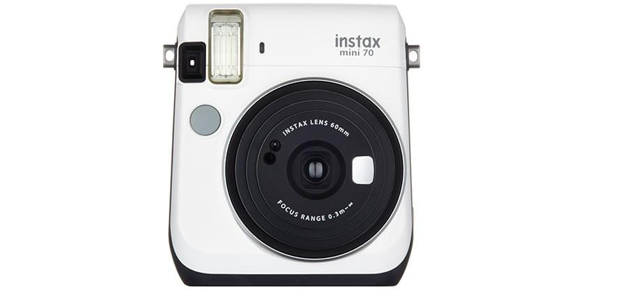 Fujifilm instax mini 70 camera spits out credit card size pics