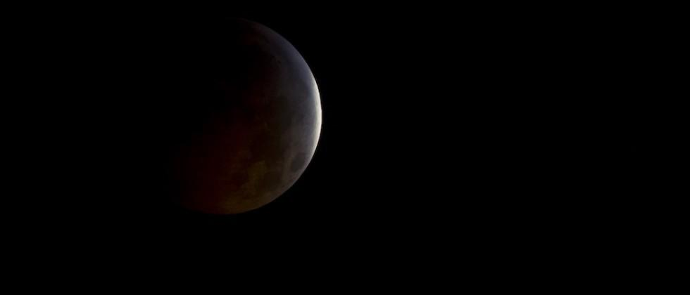 After 33 years a supermoon eclipse is coming, and NASA is giddy