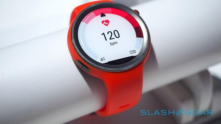 Moto 360 Sport – a quick hands-on look, pre-display