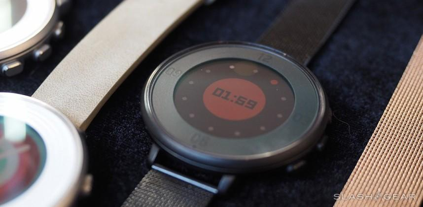 Pebble Time Round hands-on: up close and circular