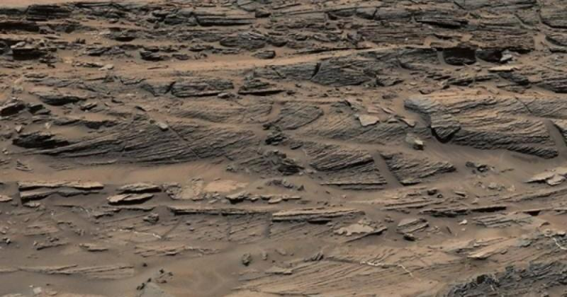Curiosity finds petrified sand dunes on Mars