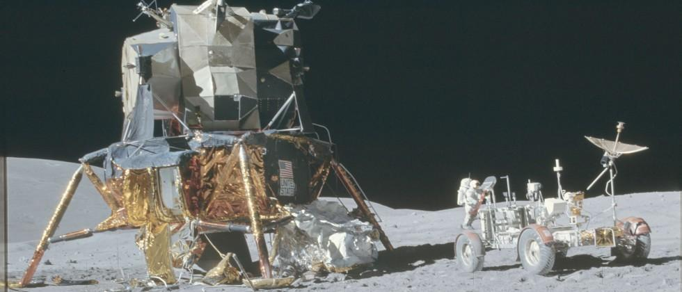 Over 8400 Images from Apollo missions added to Flickr
