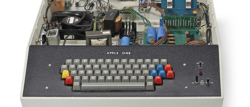 Apple 1 computer goes up for auction