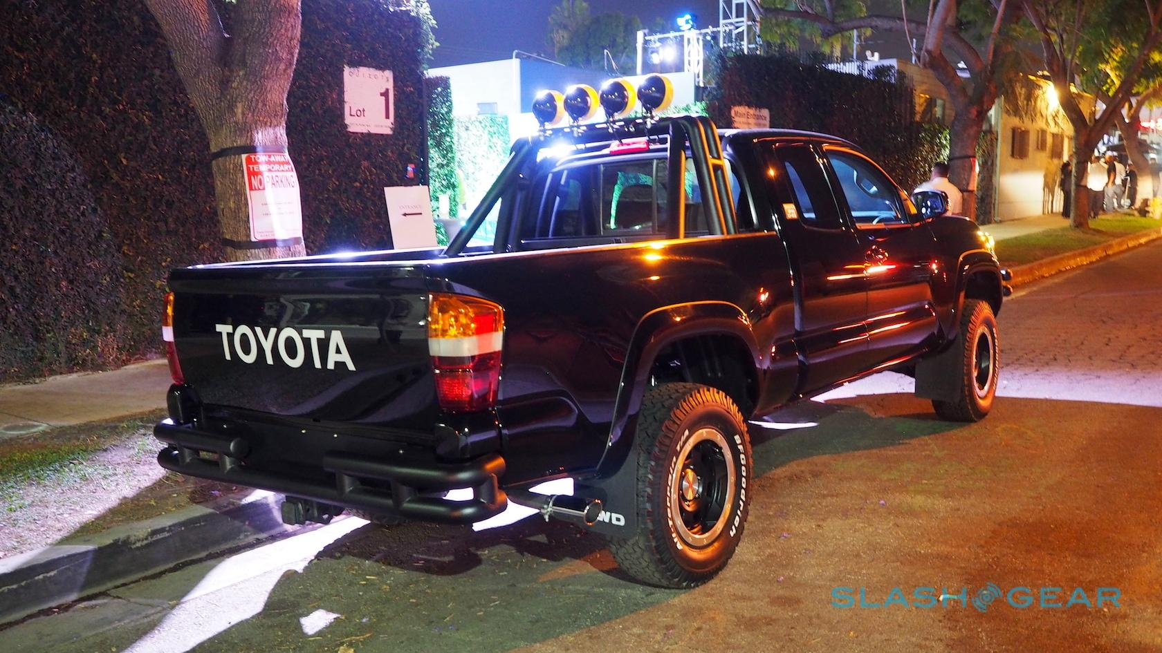 toyota-back-to-the-future-pickup-sg-3