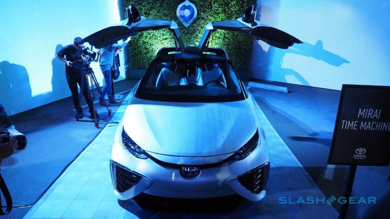 toyota-mirai-back-to-the-future-sg-9