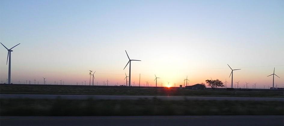 Texas wind farms get customers free nighttime power