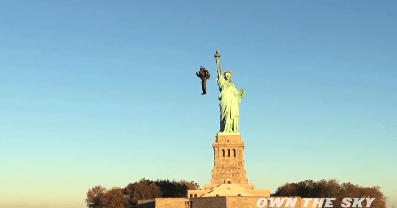 Personal jetpack successfully flies around Statue of Liberty