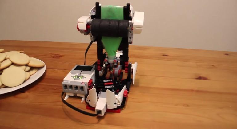 LEGO machine automates Christmas cookie decorating