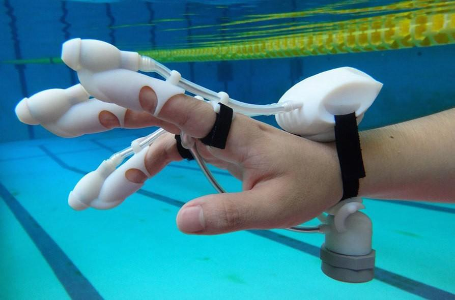 Sonar-based haptic feedback glove lets users feel distant objects underwater
