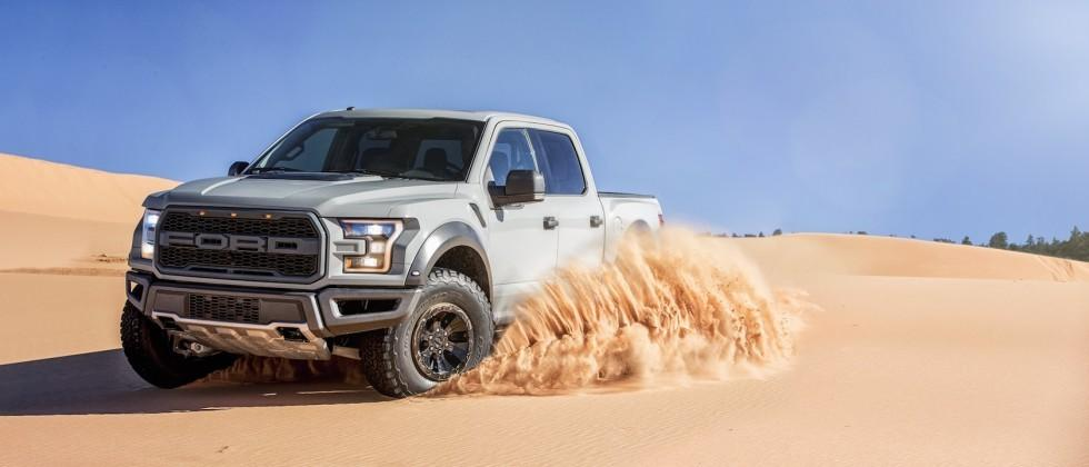 2017 Ford F-150 Raptor SuperCrew boosts space in sports truck