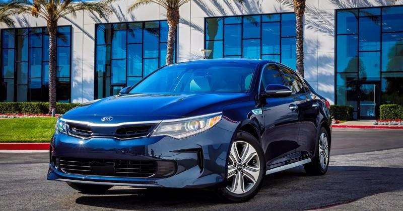 2017 Kia Optima Hybrid brings fuel economy in a familiar body