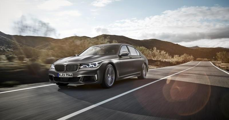 2017 BMW M760i xDrive brings M sportiness to luxury 7 series