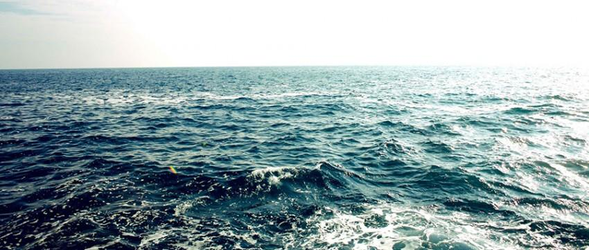 Battery charging tech turns seawater into fresh water