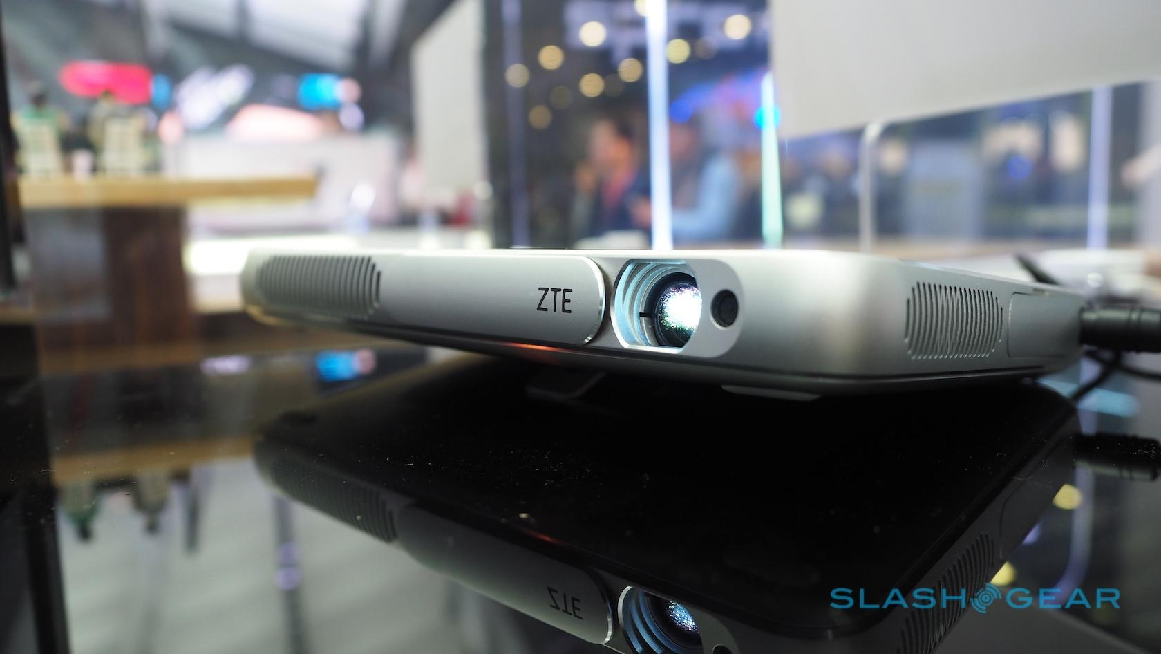 zte-spro-plus-projector-tablet-hands-on-sg-3