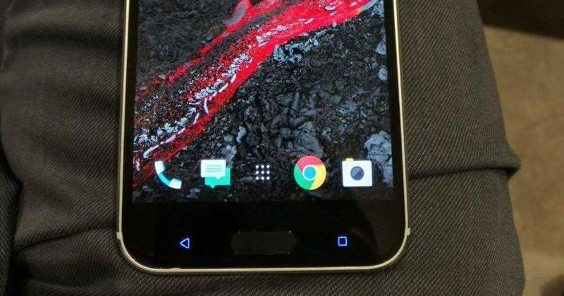 HTC 10 leaked photo shows controversial capacitive buttons