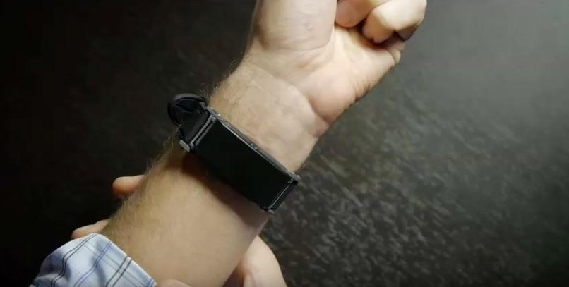 This breathalyzer wearable detects alcohol levels through the skin