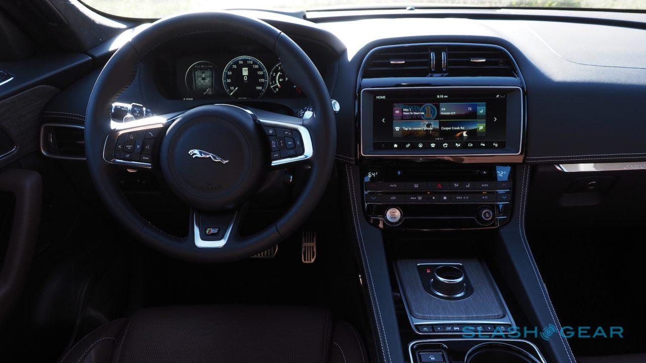 2017-jaguar-f-pace-first-drive-27