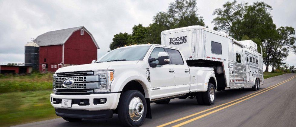 With 925 lb-ft torque, the 2017 Ford F-Series Super Duty takes no chances
