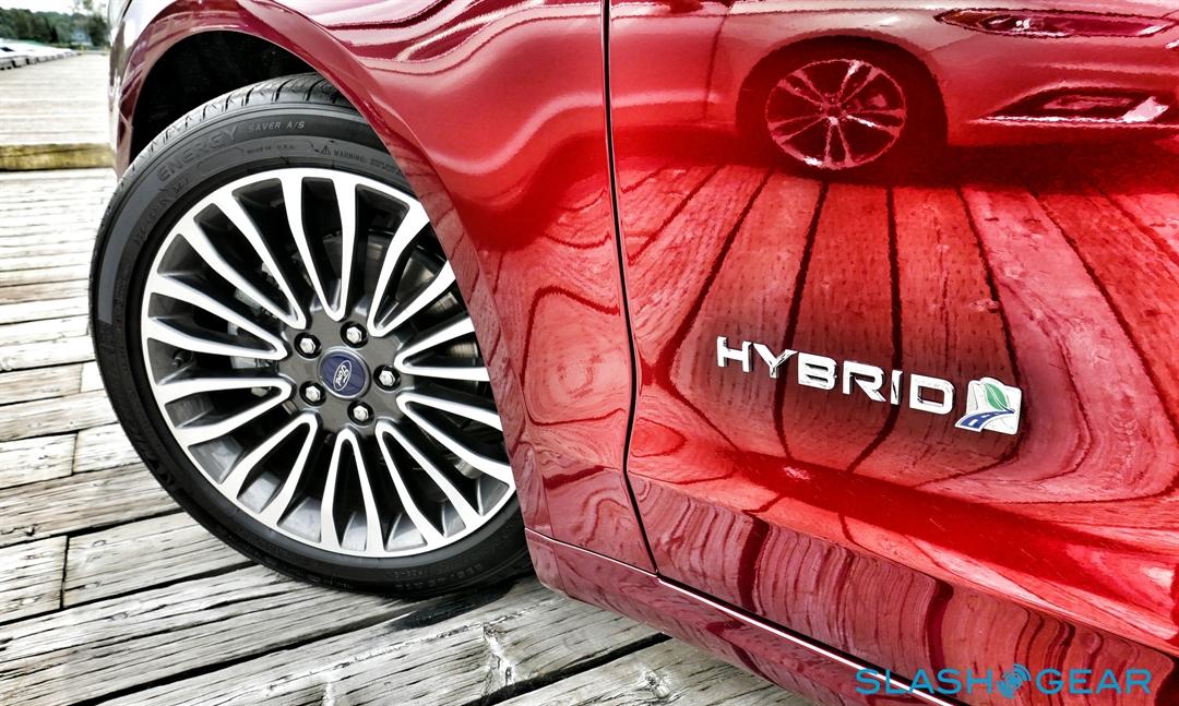 2017-Ford-Fusion-review-photo-SlashGear00006