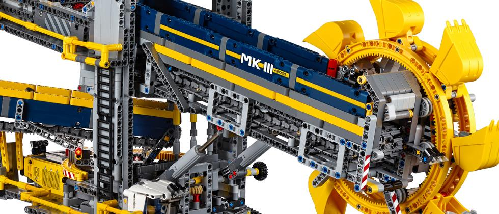 New World S Largest Lego Technic Set Is A 3 9k Piece Mega Excavator Slashgear