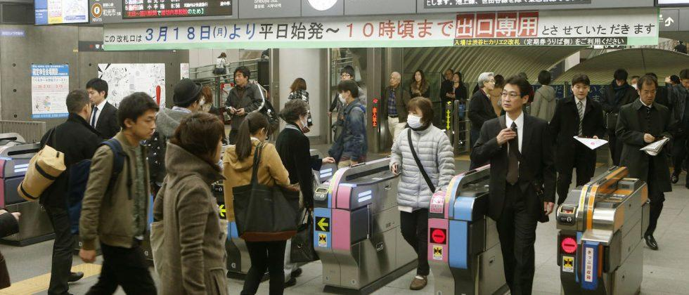 Future iPhone said to feature tap-to-pay chip for Japan's trains