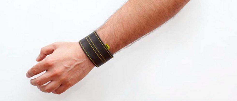 WOOLF wearable for bikers warns when you're speeding