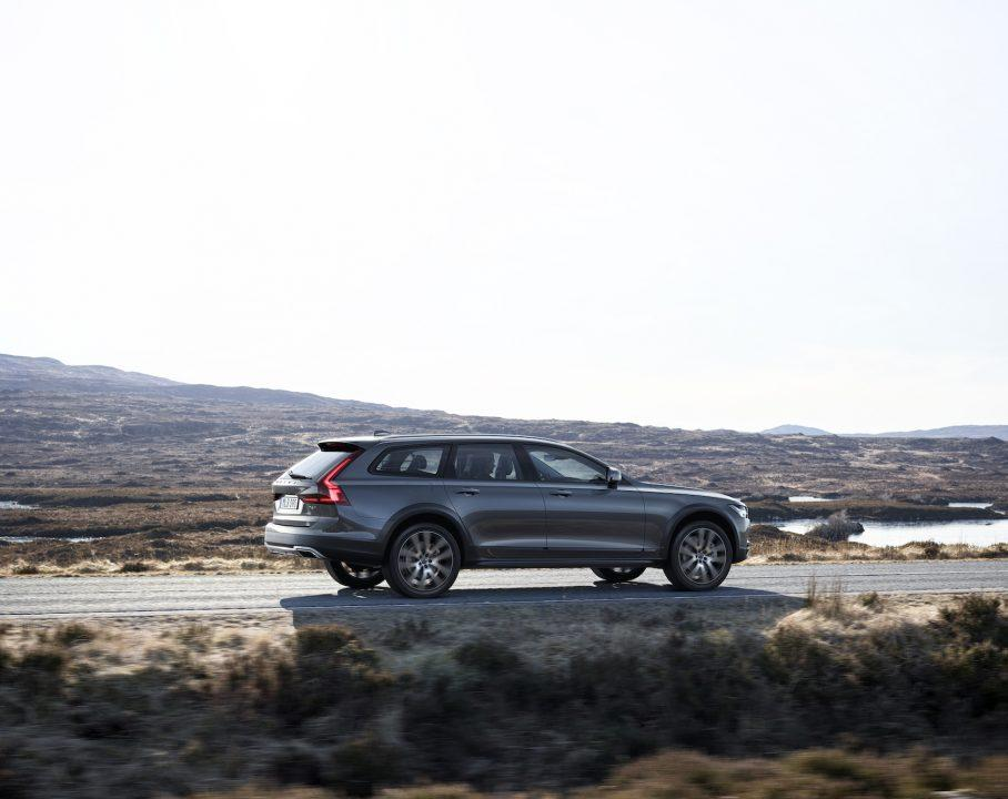06-volvo-v90-cross-country