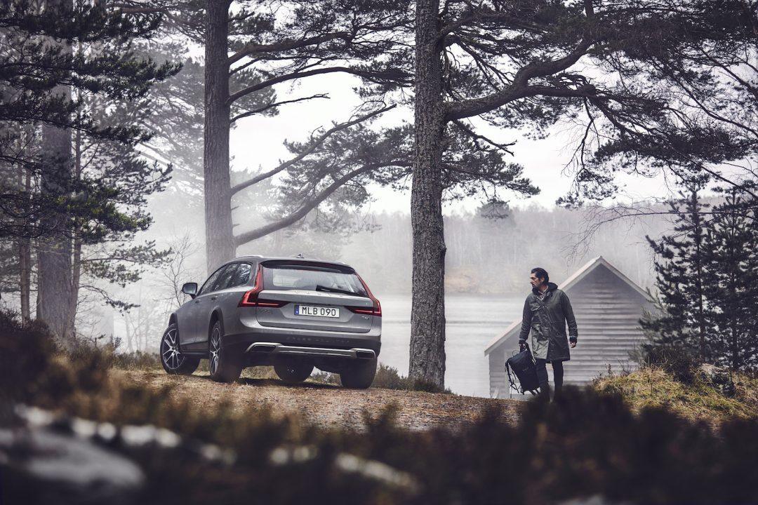 18-volvo-v90-cross-country