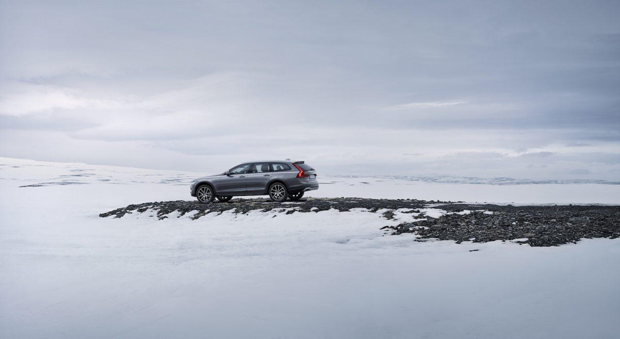 20-volvo-v90-cross-country
