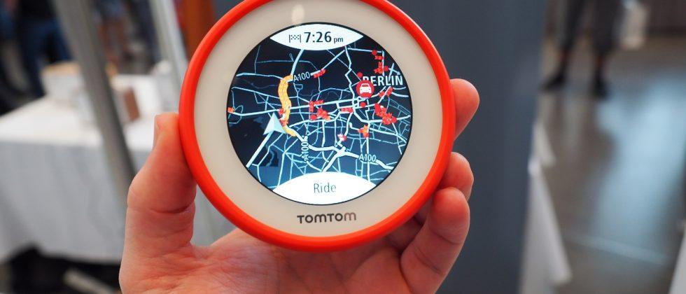 TomTom VIO is a navigation display that uses your phone