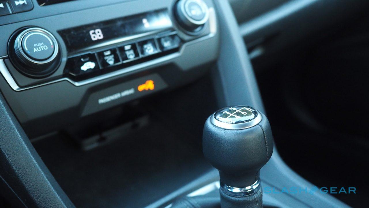 2017-honda-civic-hatchback-first-drive-10