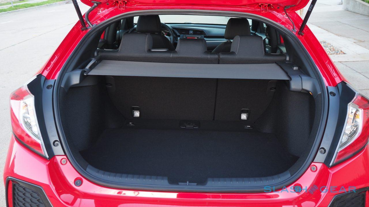2017-honda-civic-hatchback-first-drive-14