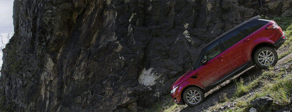 Range Rover Sport takes on downhill alpine ski course