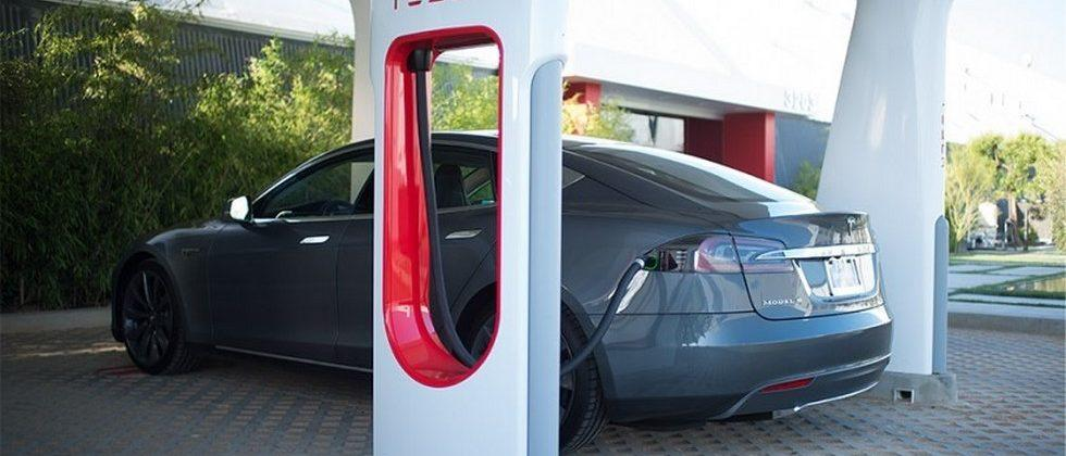 Tesla reveals paid Supercharging switch in 2017