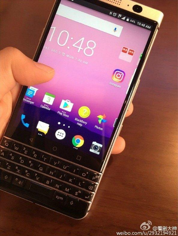 BlackBerry 'Mercury' spotted in leaked images, complete with physical keyboard