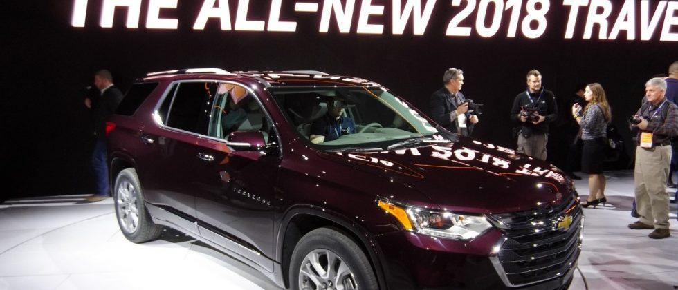 2018 Chevrolet Traverse 3 row crossover gets full redesign, new engines in Detroit