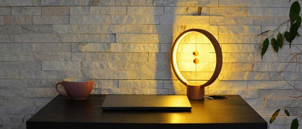 Heng Balance Lamp uses floating wooden balls as a power switch