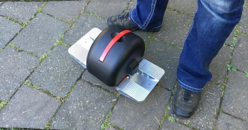 Solowheel Iota trades one large wheel for two small ones