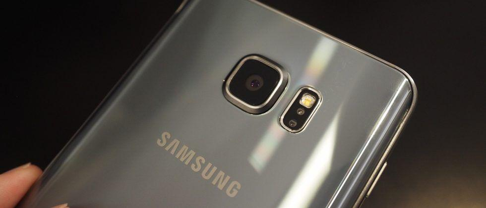 Galaxy S7 edge owners report vertical pink line display issue