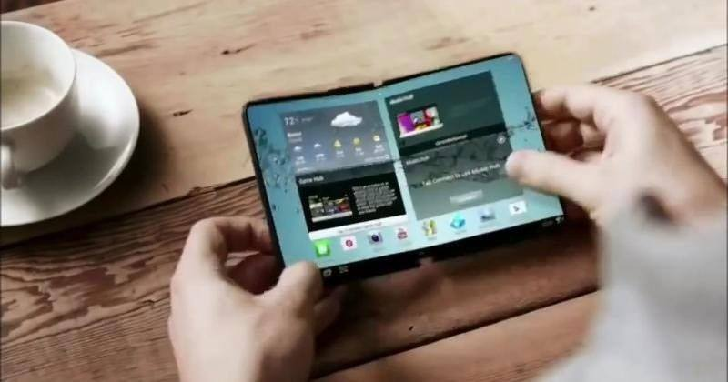 Samsung's foldable smartphone might show up at MWC 2017