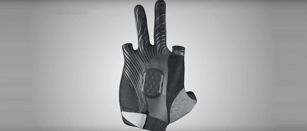 PureCarbon Delta Gloves monitor strength training workouts