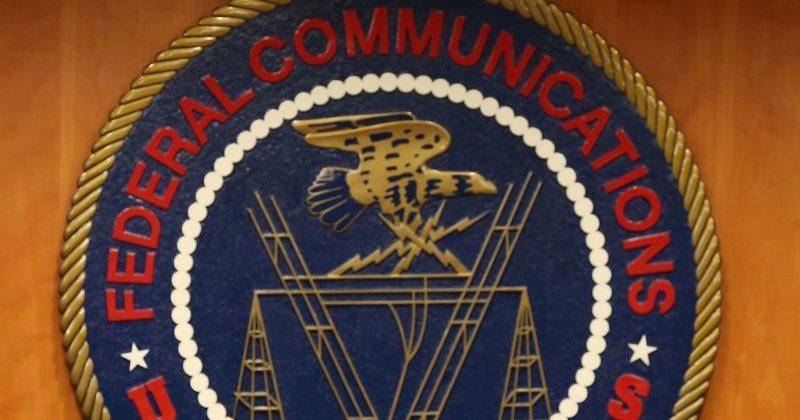 FCC Chair wants to keep phone calls banned on flights