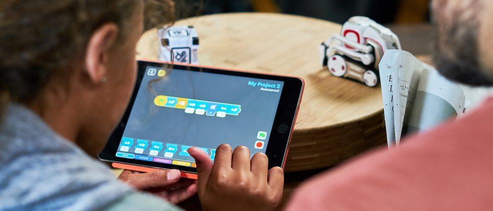 Cozmo Code Lab makes robot programming easy as dragging blocks
