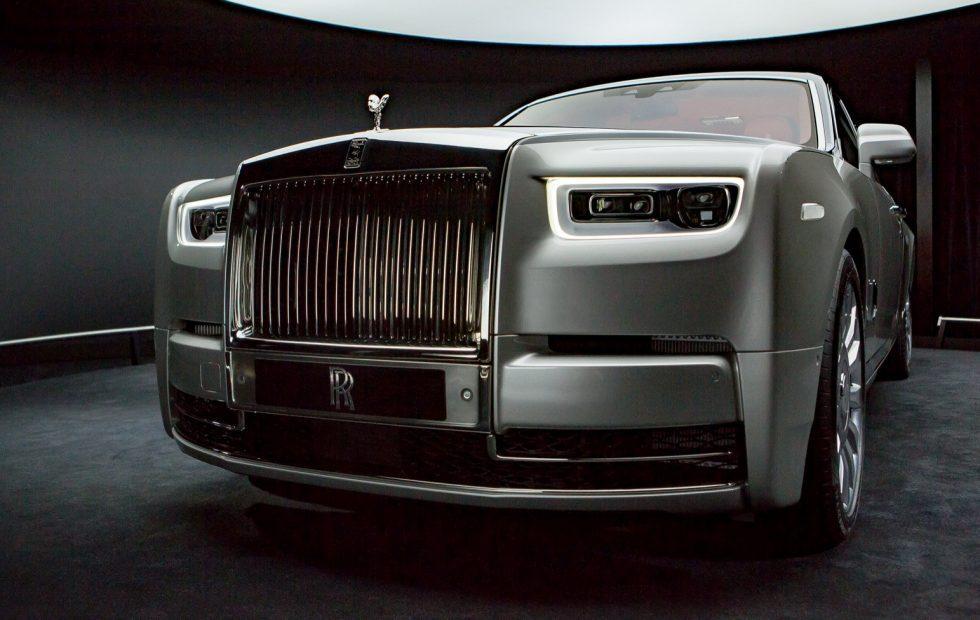 2018 Rolls-Royce Phantom VIII gives opulence a high-tech reboot