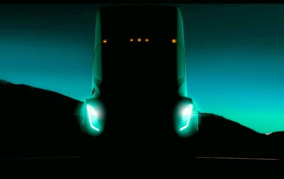 Tesla Semi electric big rig aims for up to 300 miles per charge